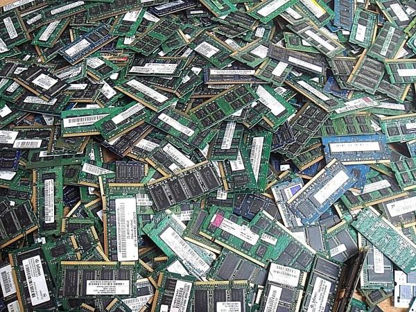 Mémoire SODIMM DDR2 PC5300 1Go ( 16 puces ) - M15